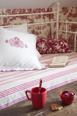 Détail chambre rouge La Guérandière