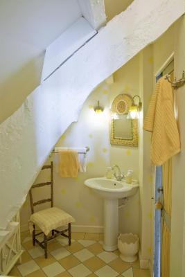 salle de bain jaune la Guérandière